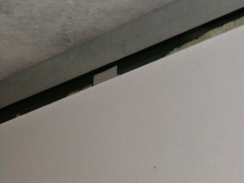 Nesprávná konstrukce příčky – krátké stojiny